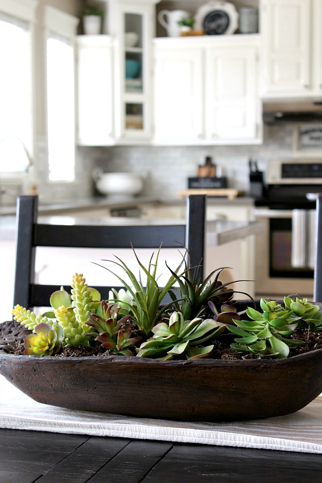 Love this simple succulent planter using a dough bowl. Farmhouse style.
