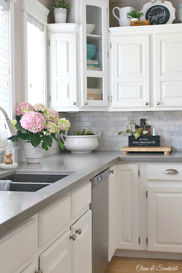 Beautiful spring home tour with lots of simple spring decorating ideas.