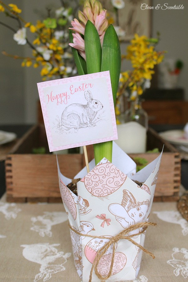 Free Easter paper and tags. This makes such a cute Easter hostess gift!