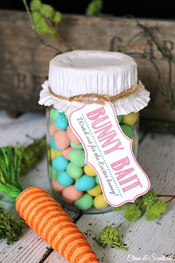 Simple Easter Mason Jars with free Bunny Bait printable. Cute gift idea!