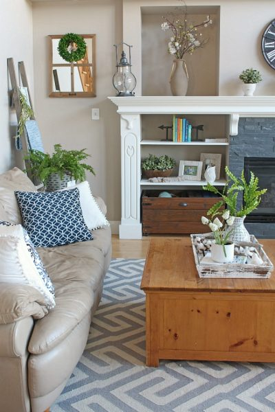 Beautiful spring home tour including the kitchen and family room. Lots of simple ideas to add some spring to your home.