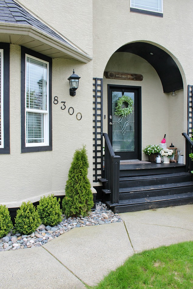 Simple ways to increase the curb appeal of your home. Add it in as part of your regular spring cleaning!