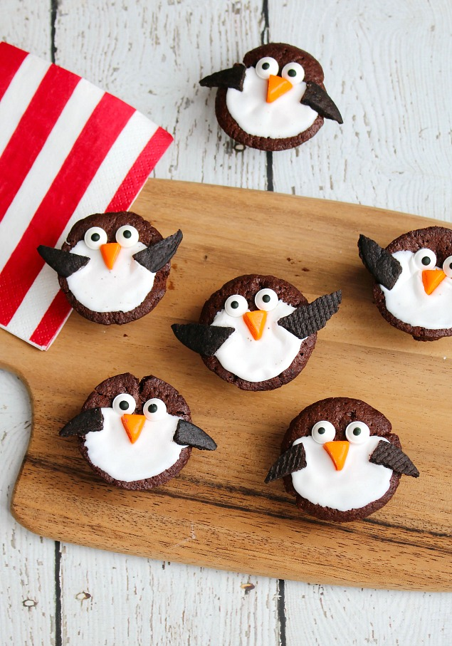 Cute penguin treats using half-bite brownies.