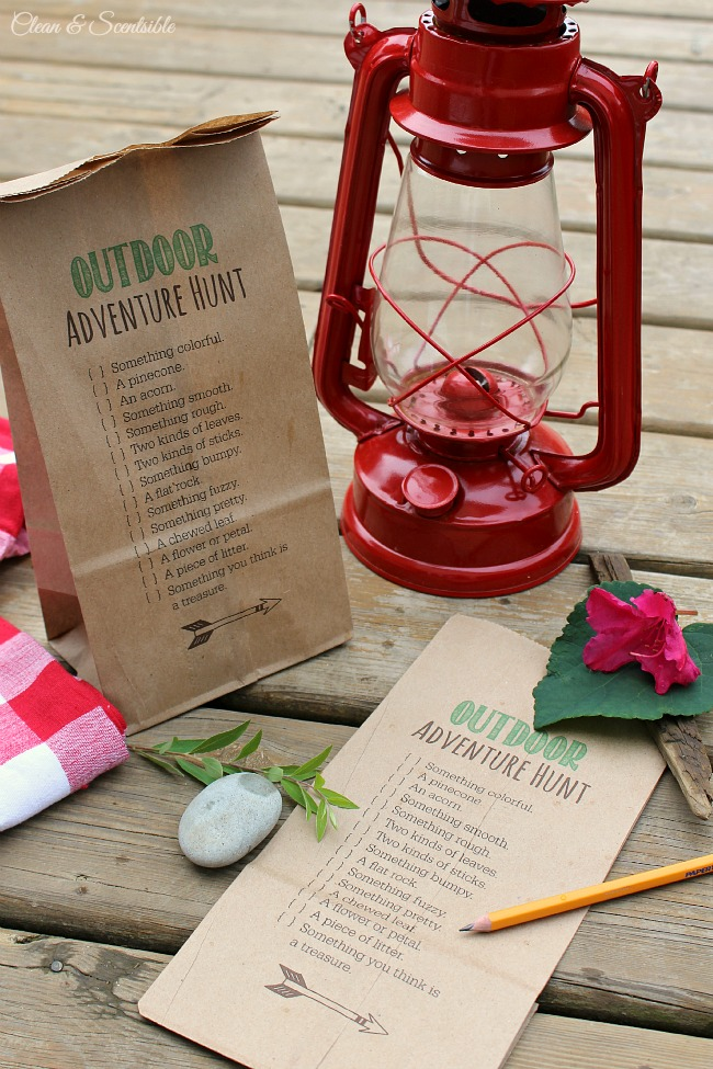 Fun outdoor scavenger hunt. Print it directly onto a paper bag so your kids can collect the items easily as they go!