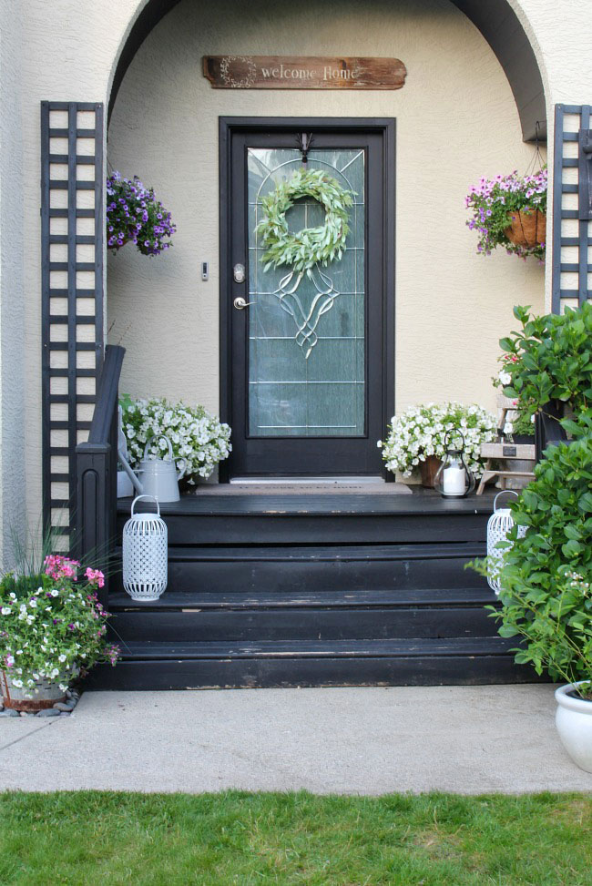 Beautiful summer front porch decorating ideas. Easy ways to boost your curb appeal.