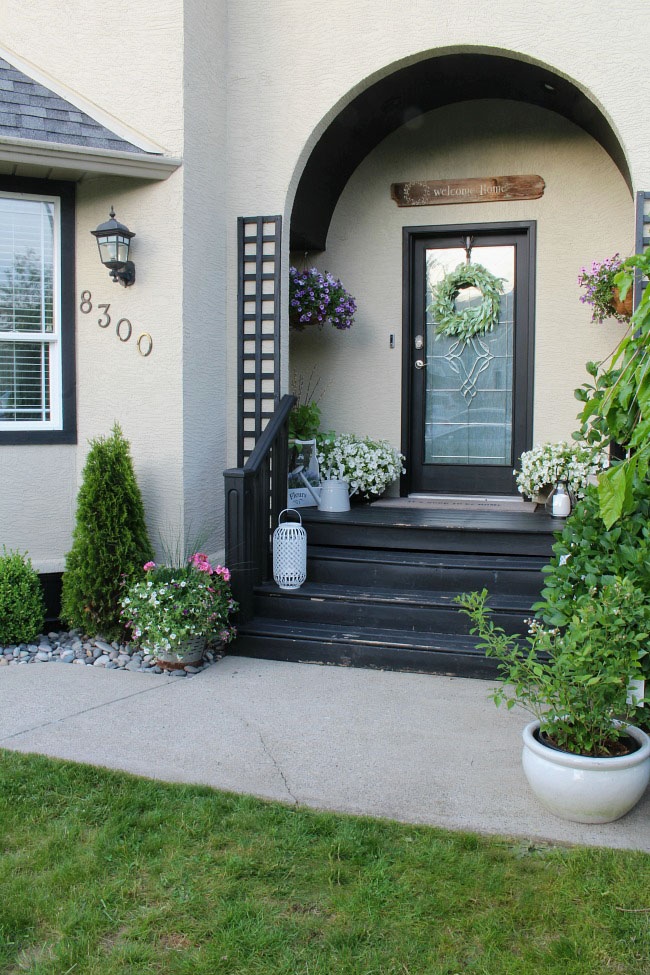 Summer front porch decorating ideas clean and scentsible for Front porch makeover ideas