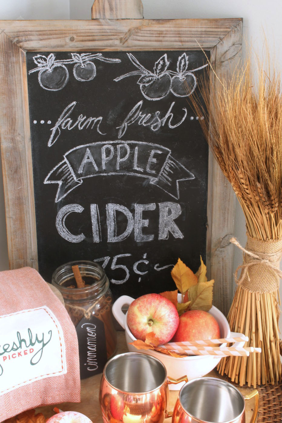 Love this farmhouse style fall chalkboard for an apple cider bar. Fun for fall decorating!