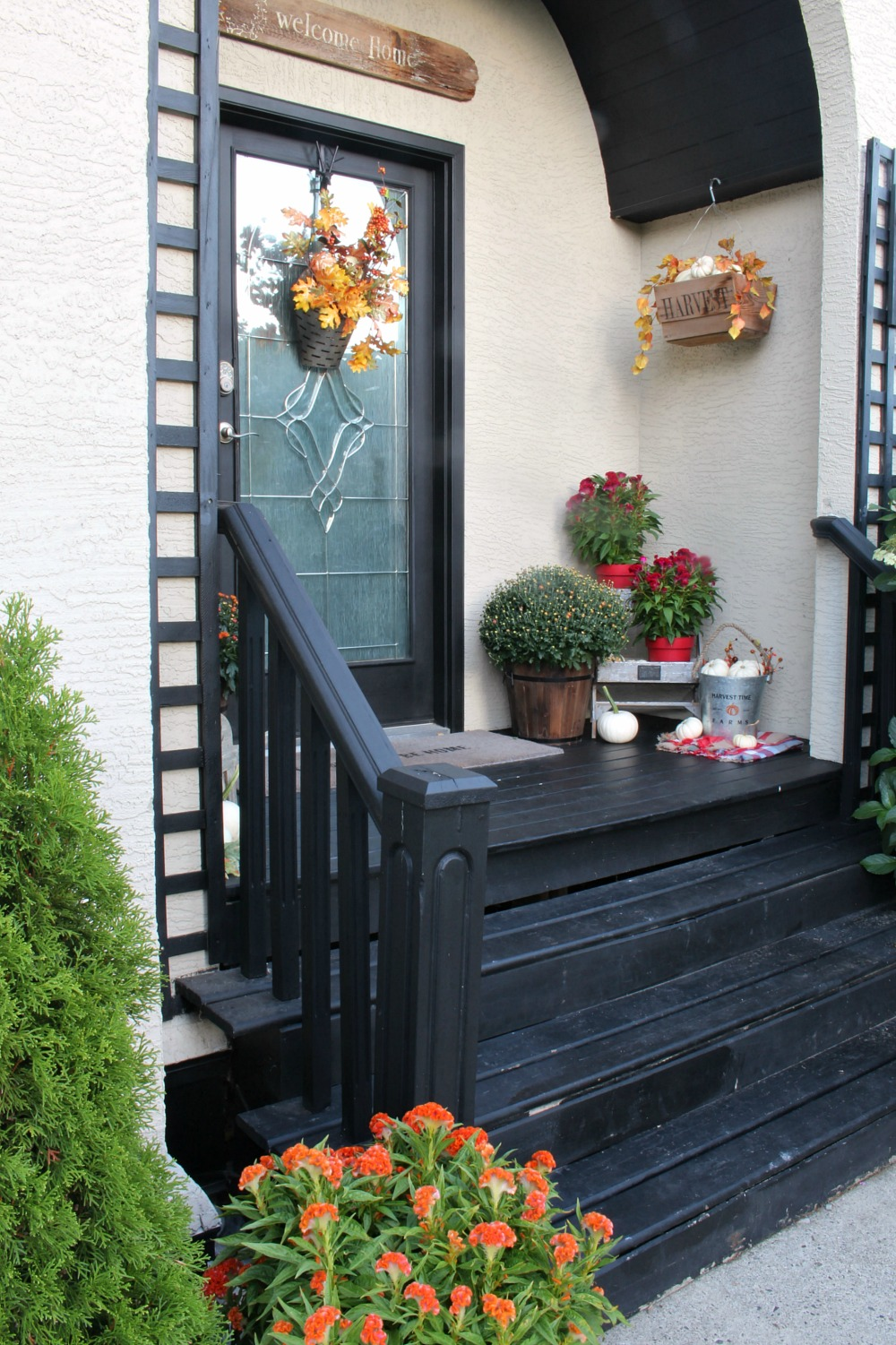 Colorful fall porch decorating ideas. Rustic farmhouse style.