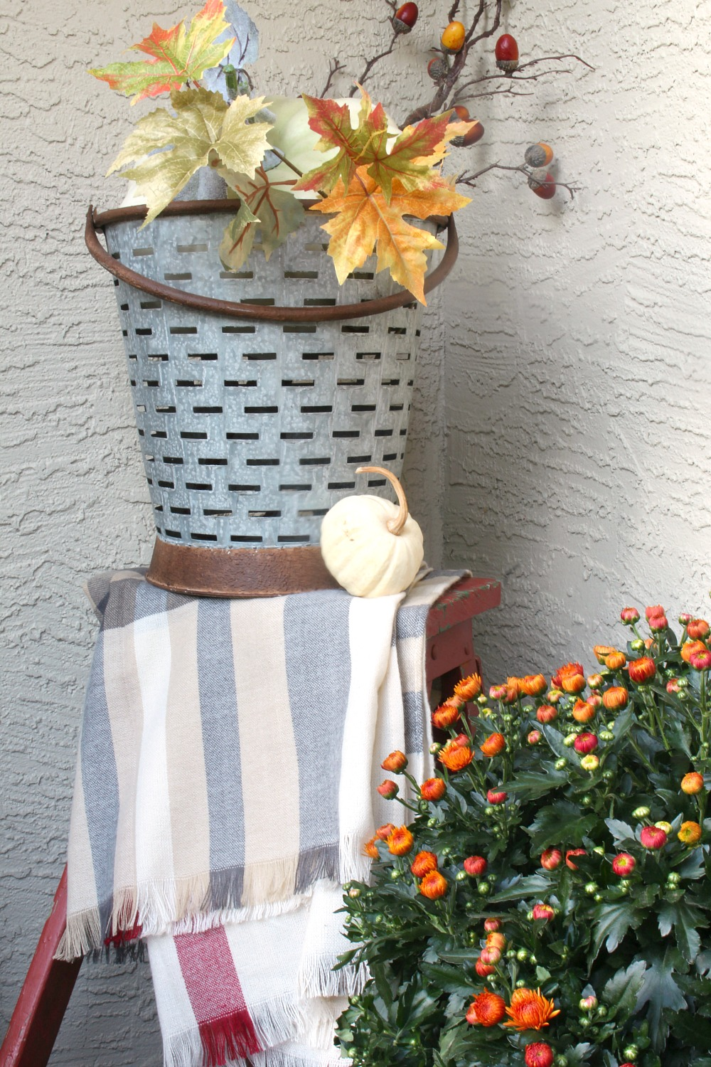 Colorful fall front porch decorating ideas. Rustic farmhouse style.