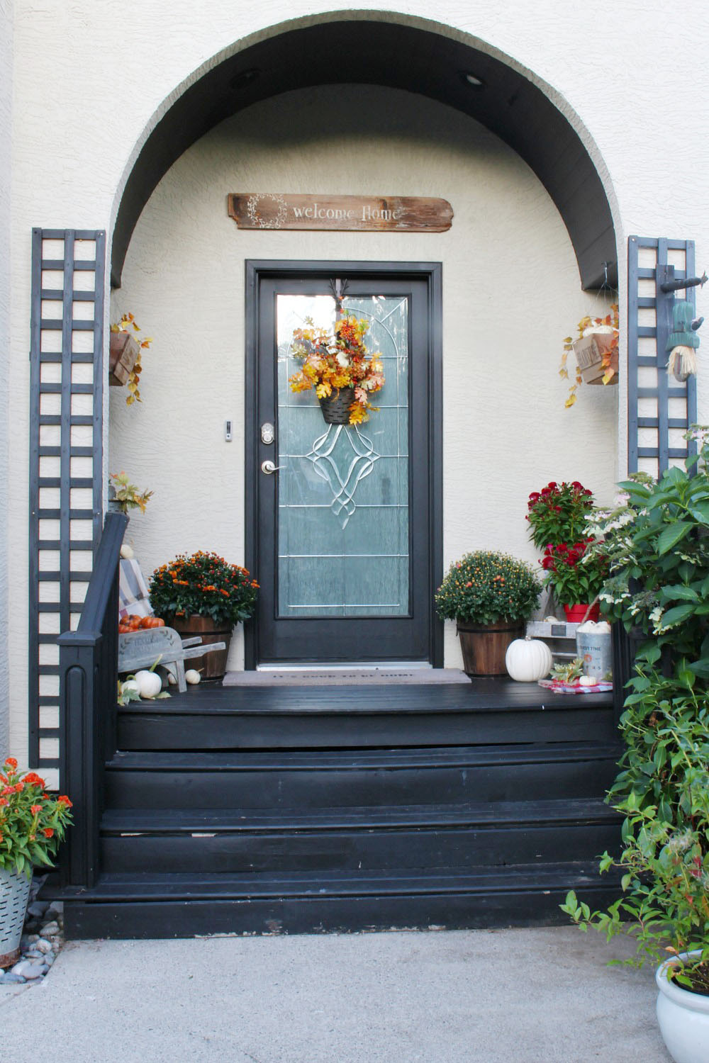 Fall front porch decorating ideas.
