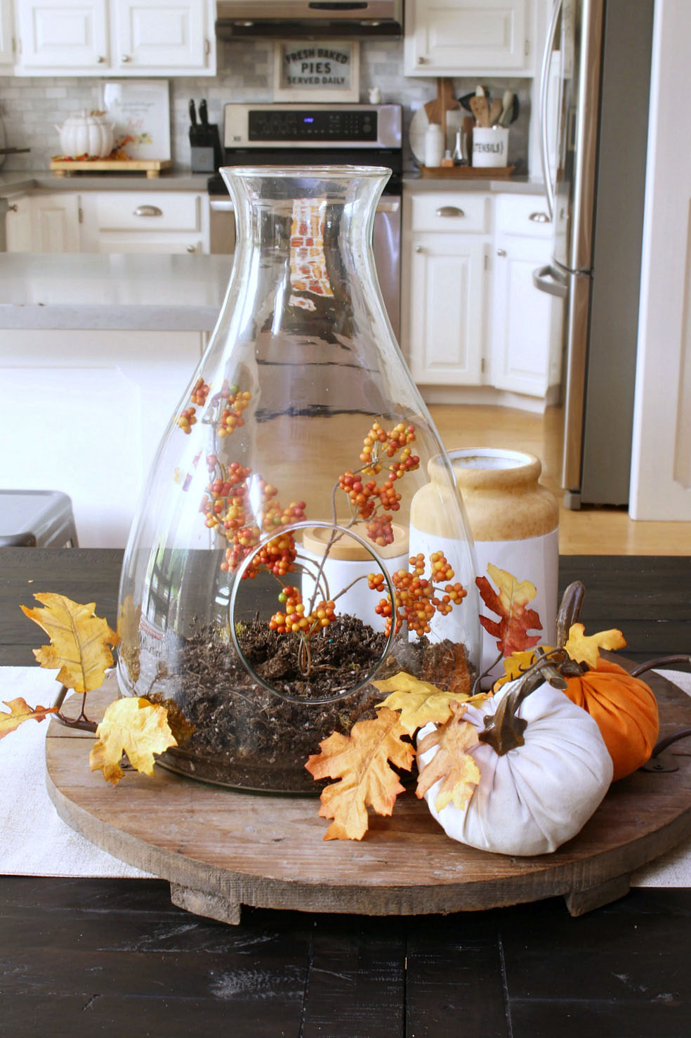 Kitchen fall decor ideas. Join in this fall home tour for tons of fall decor inspiration! Simple fall centerpiece.
