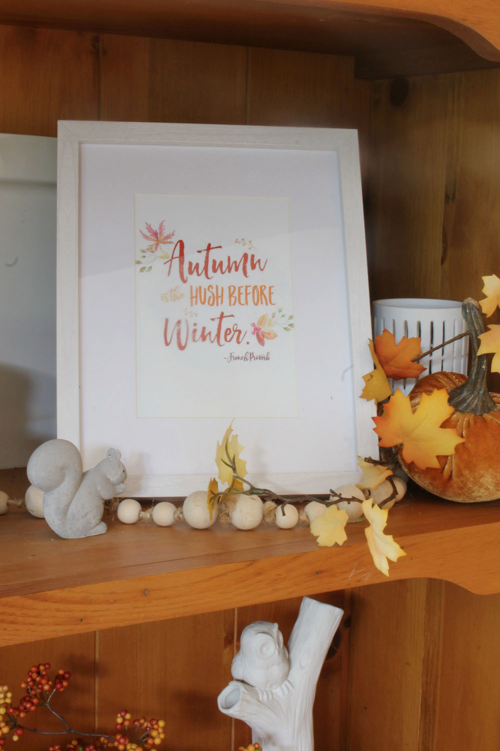 Beautiful collection of free fall printables and fall decor ideas.