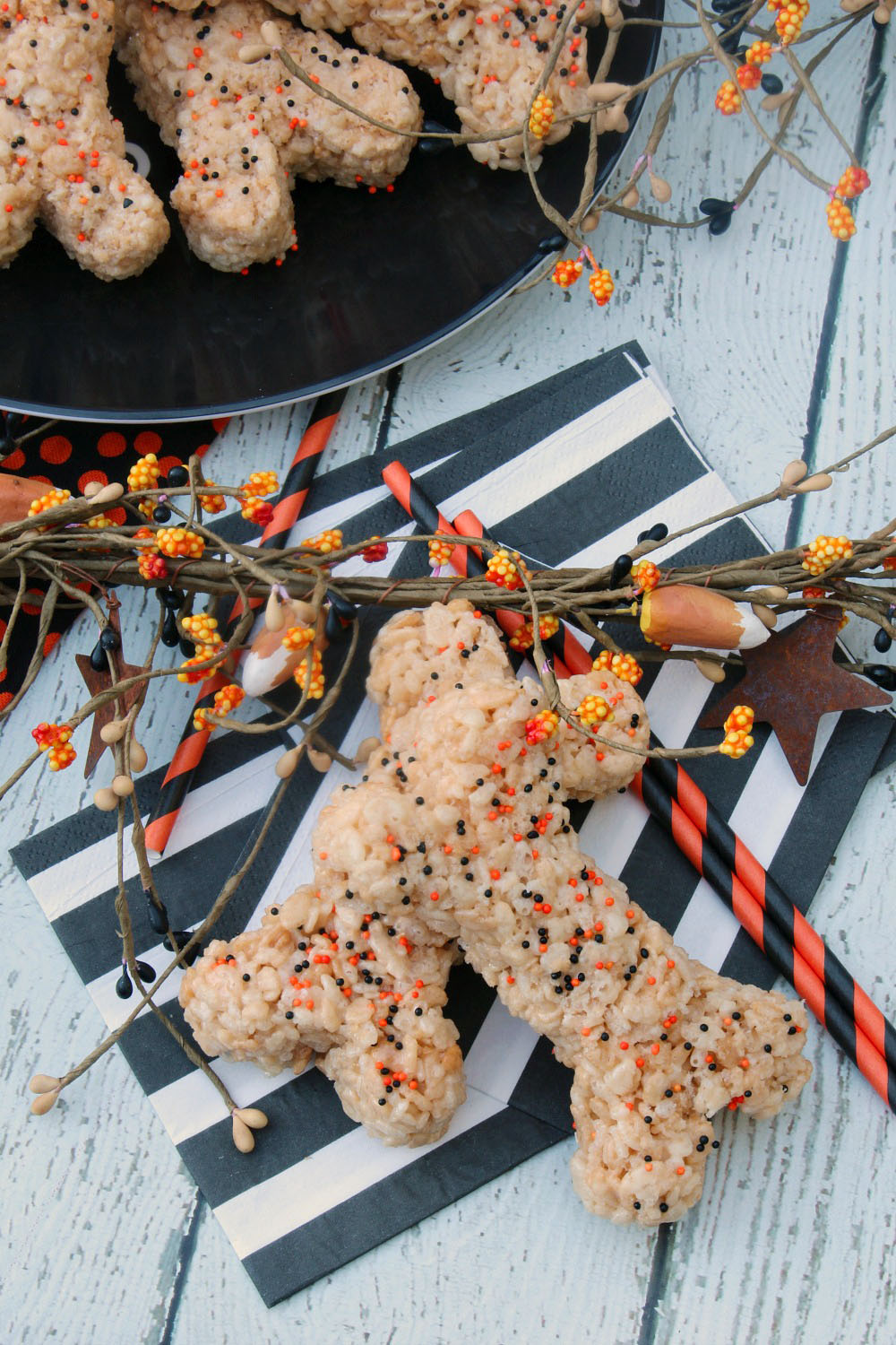 halloween bones rice krispie treats these would be so cute for halloween parties or halloween