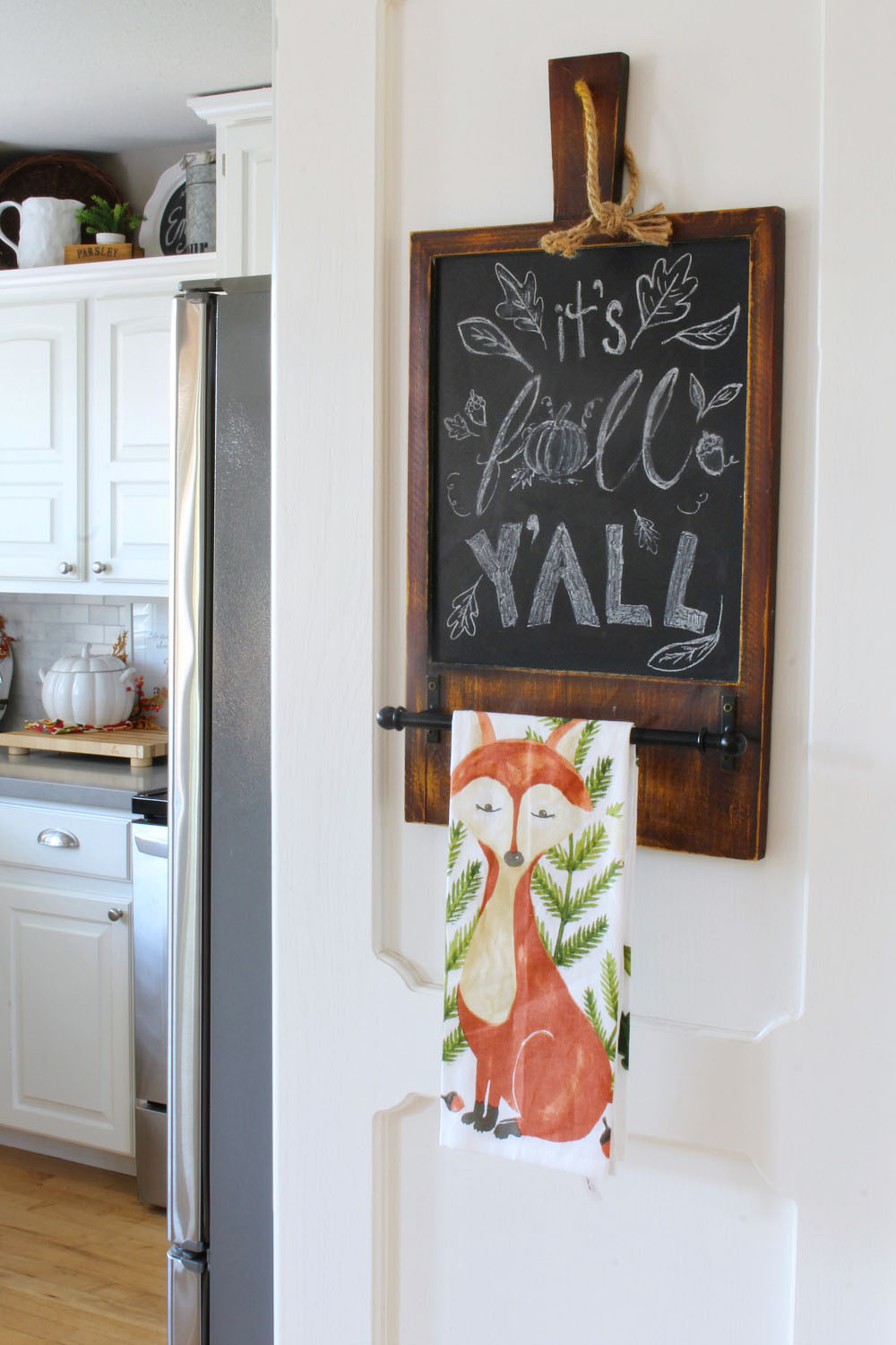 Fall Kitchen Home Tour. Love all of these ideas to add some fall decor to your home!