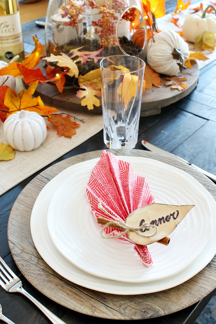 Easy Leaf Napkin Fold Tutorial. Add some charm to your Thanksgiving tablescape with these quick and simple leaf napkin folds! All you need is a regular paper napkin.