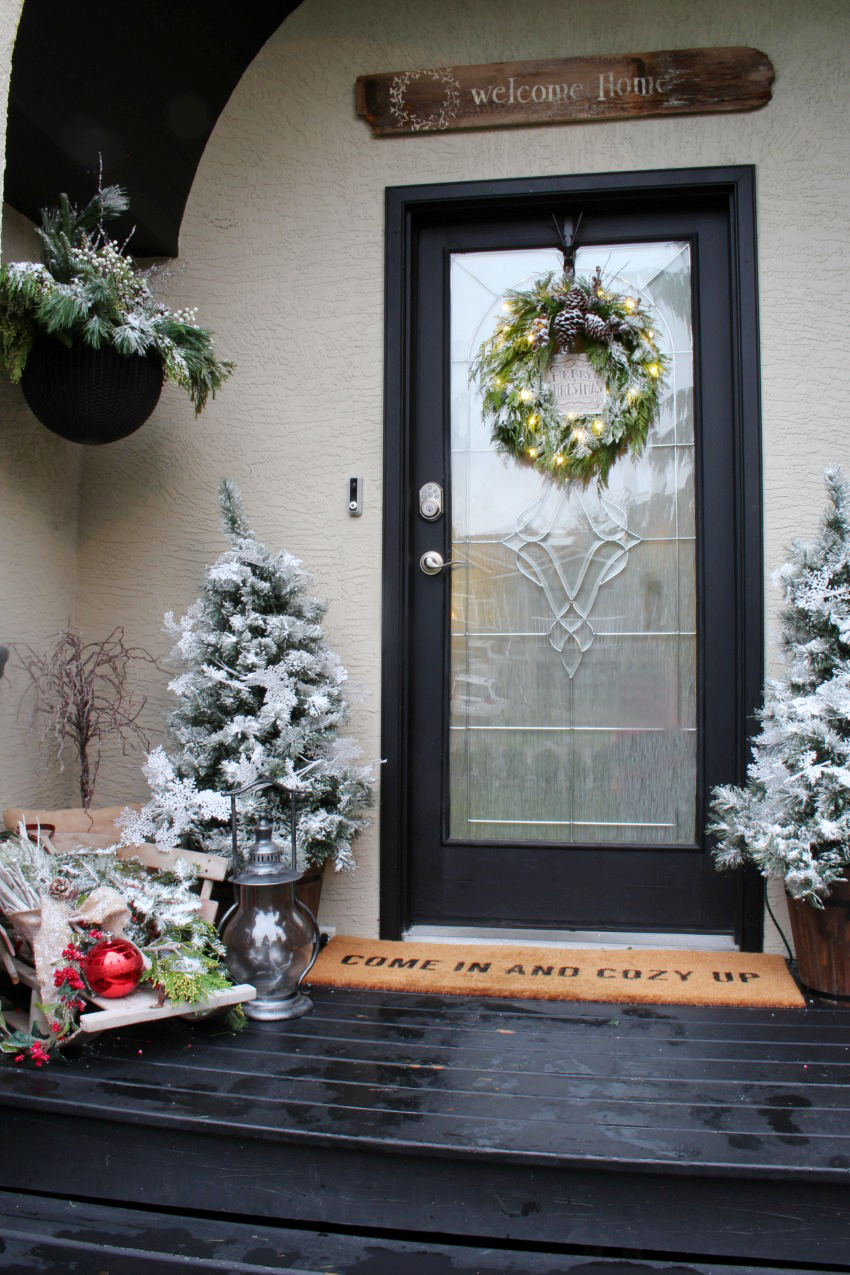 Winterwonderland Christmas Front Porch. Beautiful ideas to help you decorate your front porch for Christmas.