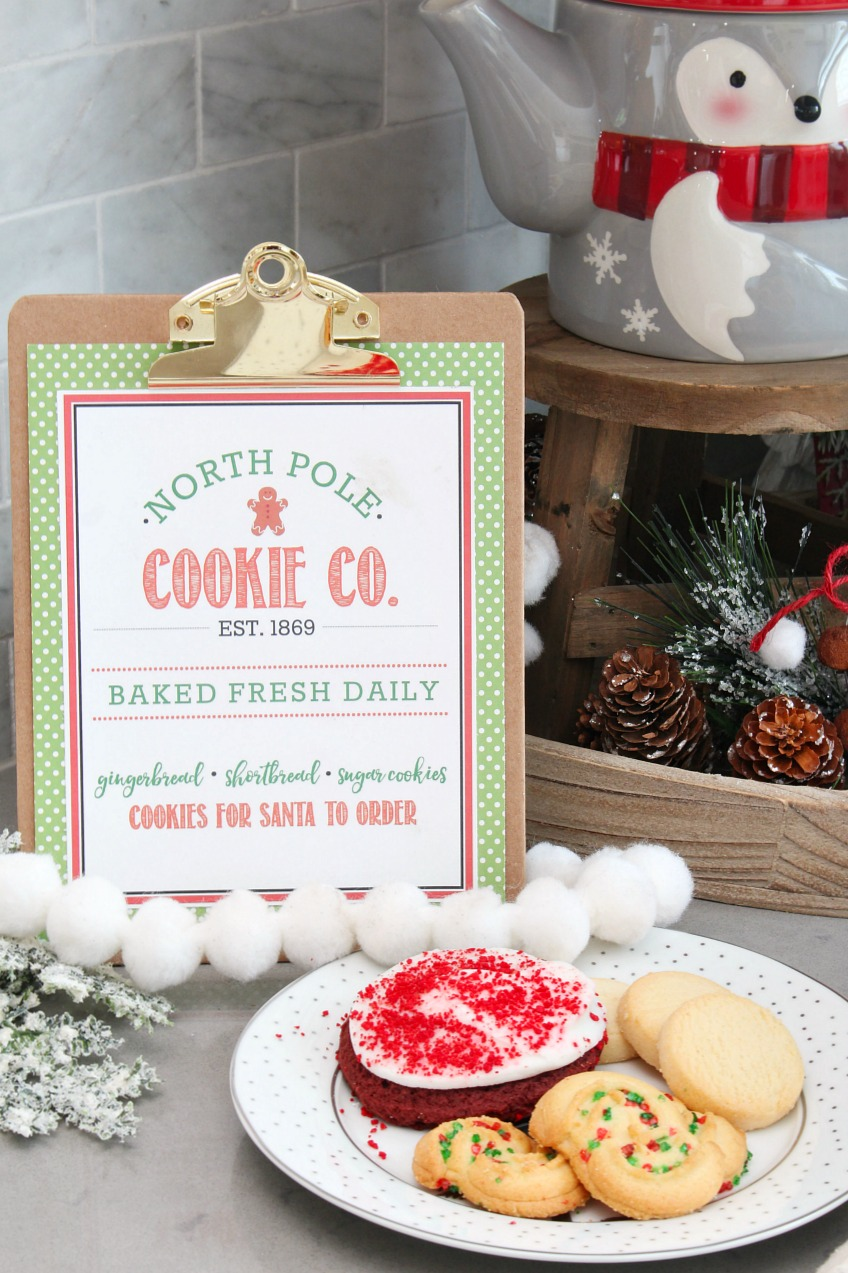 Free printable North Pole Cookie Co. Sign. So cute and perfect for Christmas decorating, Christmas parties, and cookie exchanges!