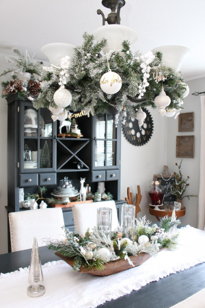Farmhouse Dining Room Christmas Decorations
