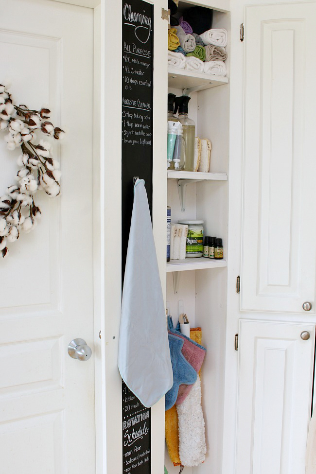 Great ideas to organize your cleaning supplies for quick and easy cleaning!