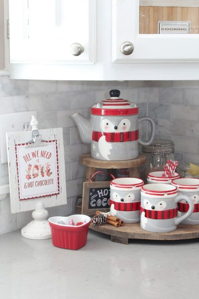 Cute Valentine's Day hot chocolate bar. Free hot chocolate bar printables included. Love this!