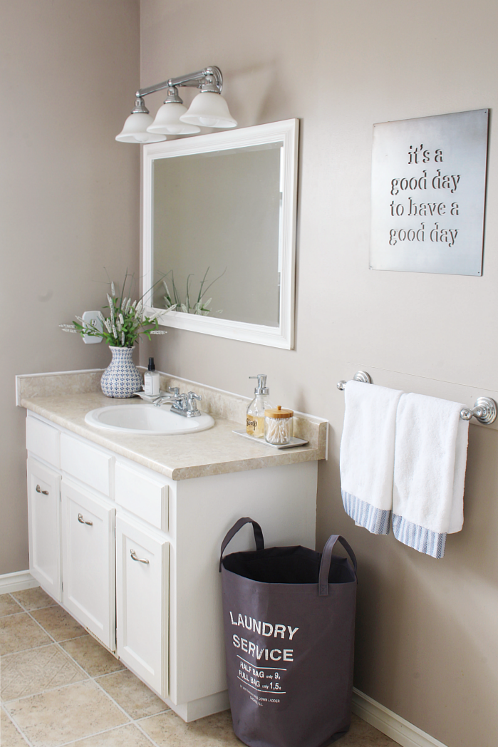 9 easy tips to organize the bathroom clean and scentsible for Easy clean bathroom design