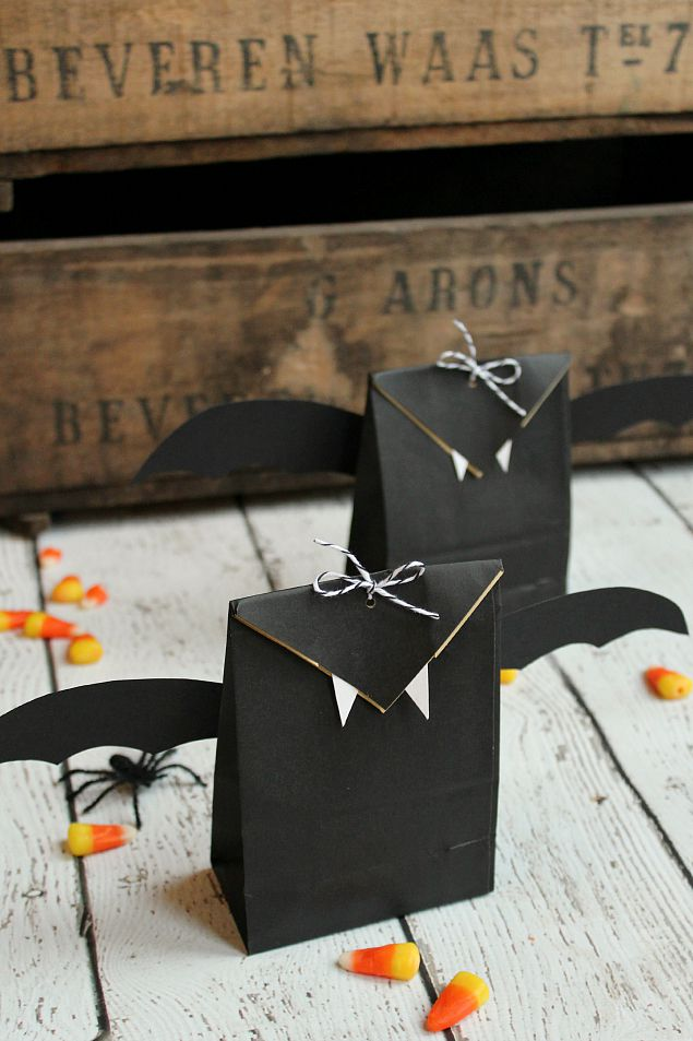 Easy Halloween bat treat bags for Halloween parties or class treats.