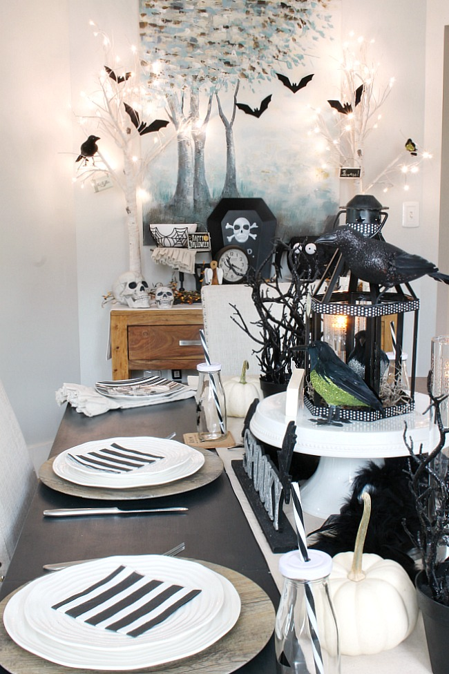 Decor Ideas Table Decorated With Black And White