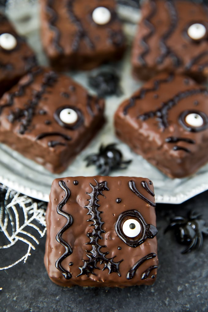 monster eyes halloween rice krispie treats from two sisters save