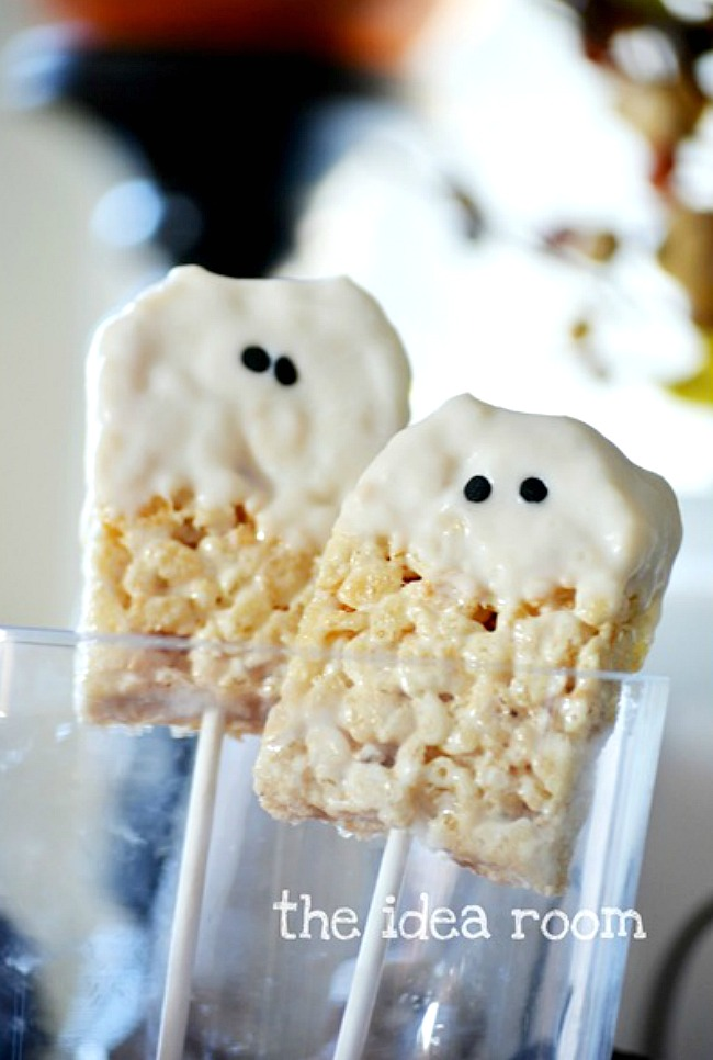 Ghost Rice Krispie treat pops using a Rice Krispie treat dipped in white chocolate.