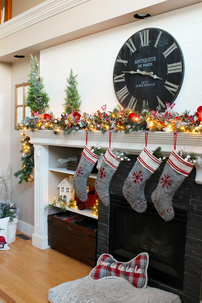 Christmas Mantel Decorations.How To Decorate A Christmas Mantel Clean And Scentsible