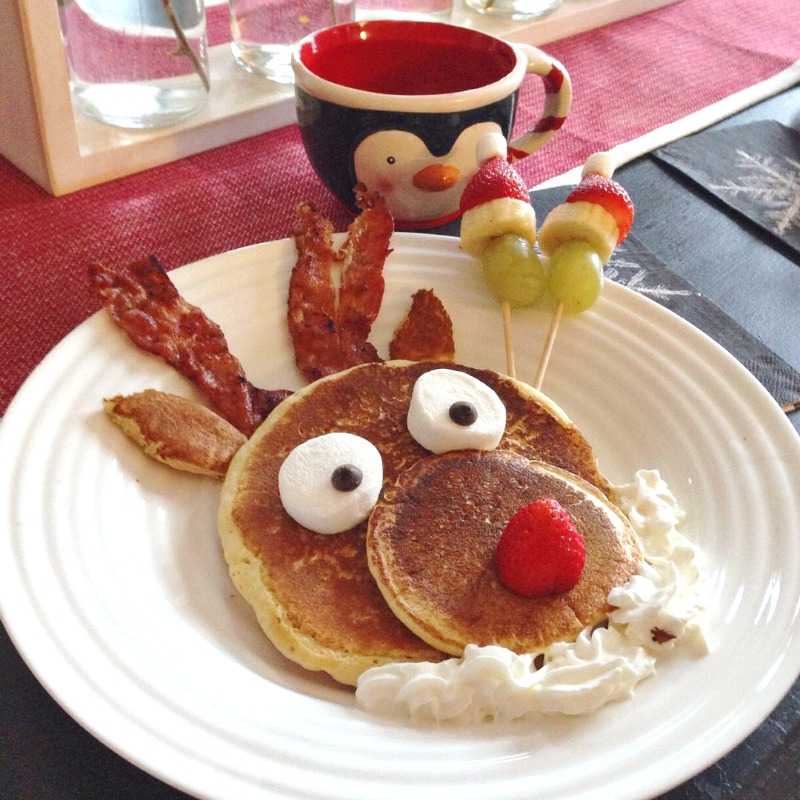 Fun Christmas breakfast ideas. Reindeer panckaes with bacon and whipping cream for Christmas breakfast.