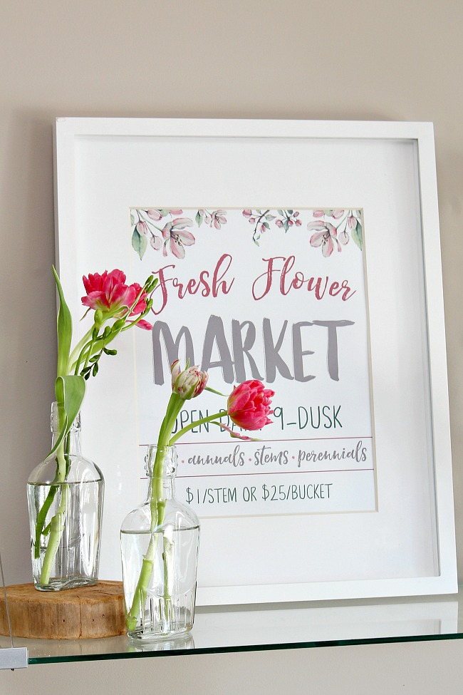 Fresh flower market free spring printable with glass vases and tulips.