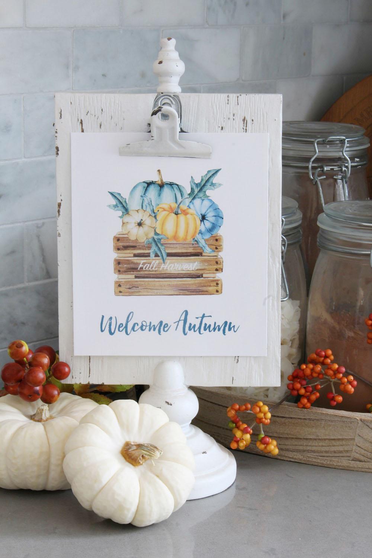 Welcome Autumn farmhouse style free printable on a white photo stand.