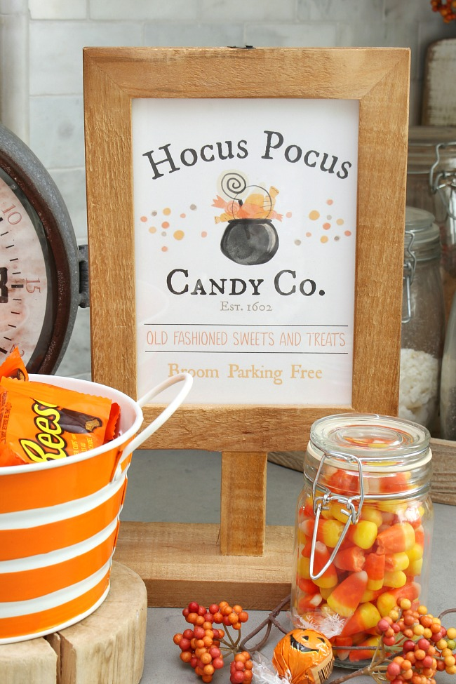 Hocus Pocus Candy Co. free Halloween printable displyed with various Halloween candy.