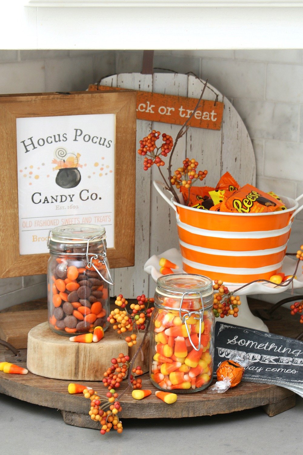 Halloween candy bar with Hocus Pocus Candy Co. free Halloween printable in a frame.
