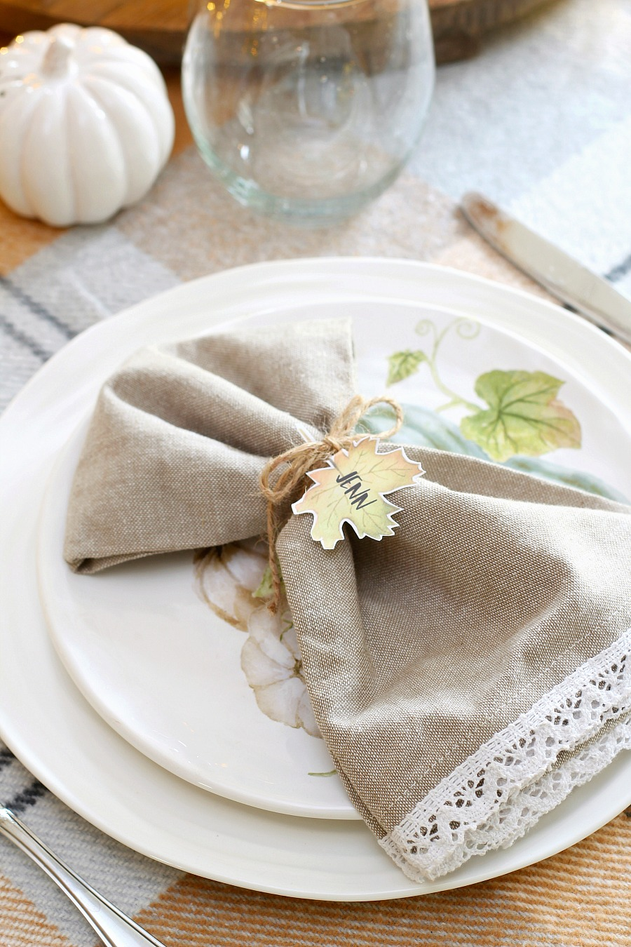 Thanksgiving place setting with free printable leaf name tags.