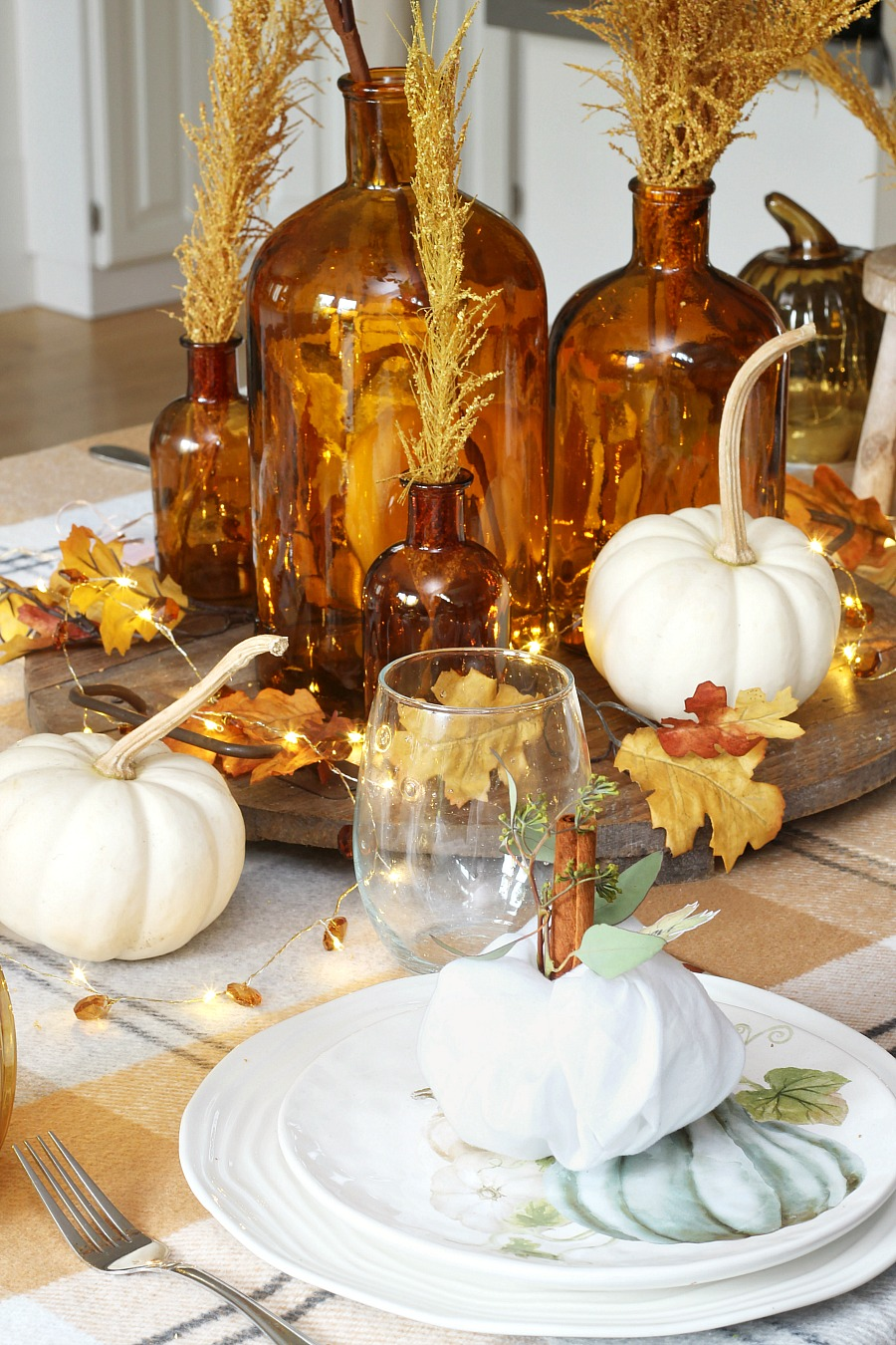 Thanksgiving place settings and tablescape using a napkin fold pumpkins.