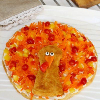 Turkey veggie pizza Thanksgiving appetizer.