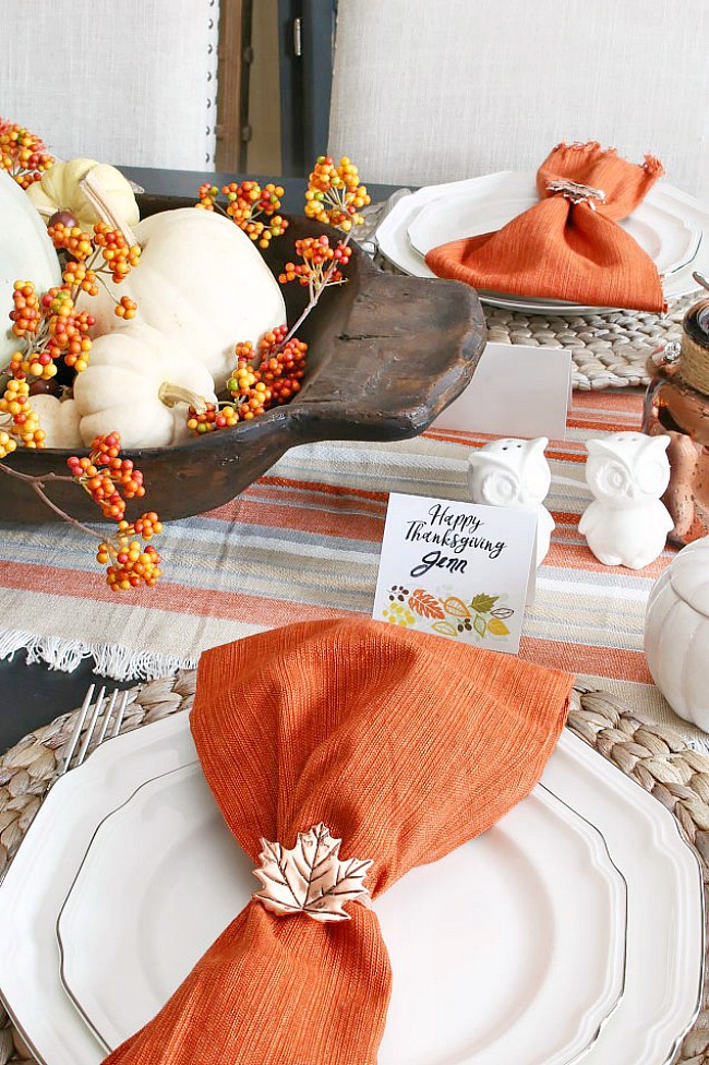 Thanksgiving place setting with free printable Thanksgiving name tags.
