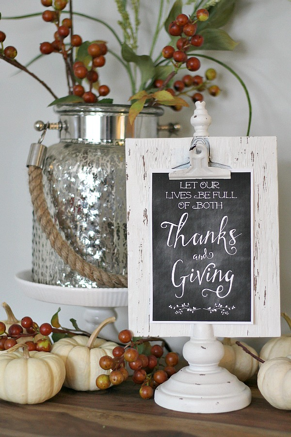Thanksgiving chalkboard printable on a white clipboard frame.