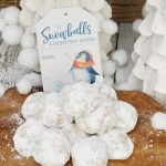 Snowball Christmas cookies with free printable gift tag.