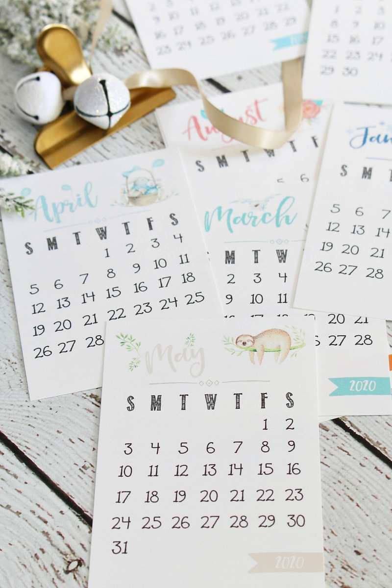 Free printable 2020 desktop calendar with watercolor designs.