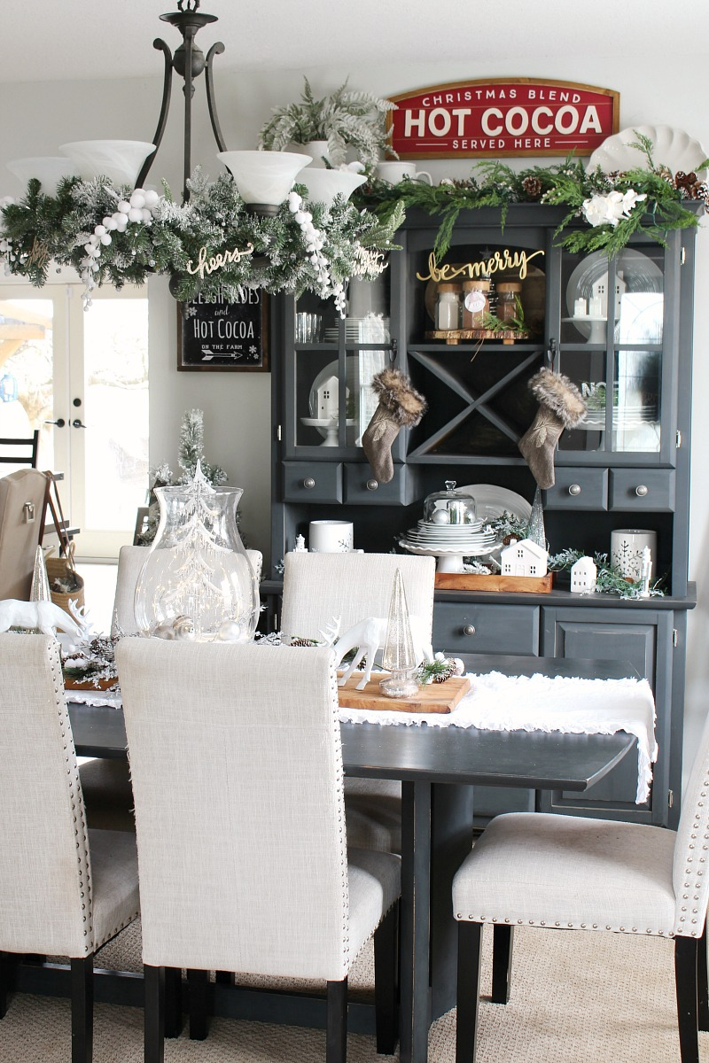 Christmas Dining Room Decor - Clean and Scentsible
