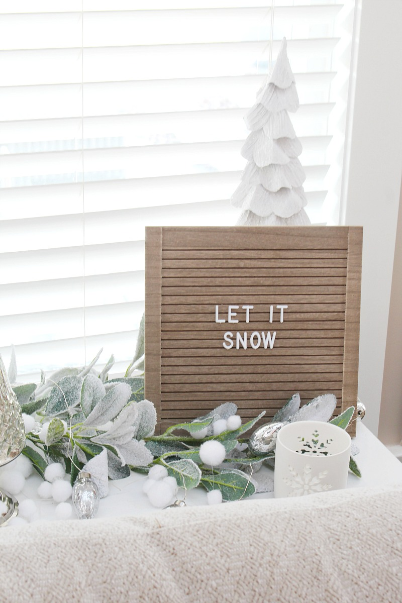 Let it Snow Christmas letter board.