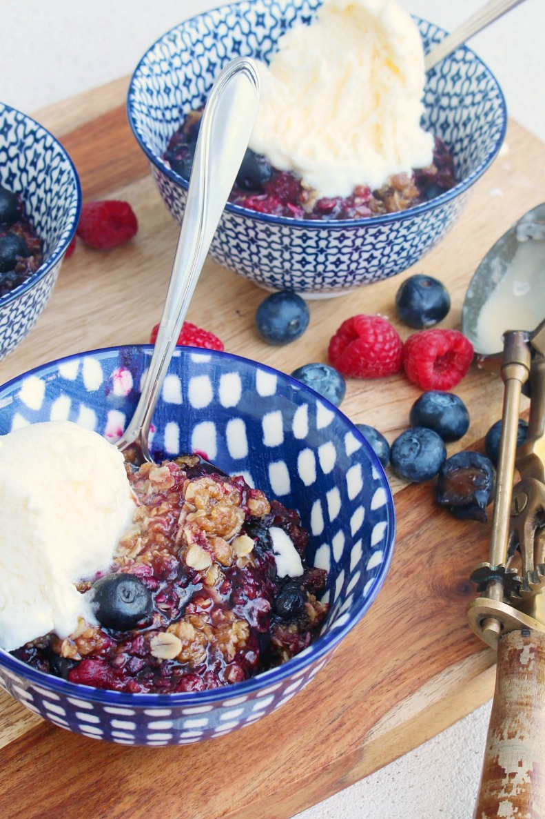 Berry crumble in blue bowls.