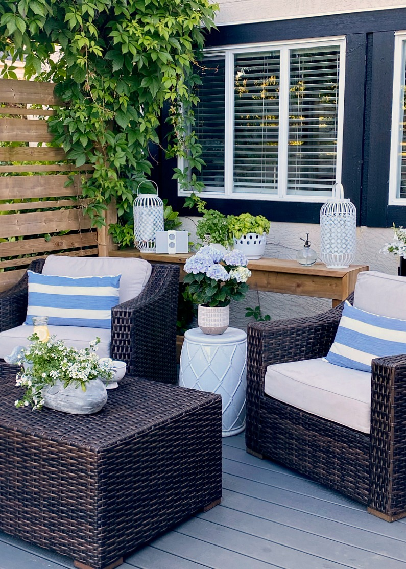 Pretty summer patio design ideas with club house chairs.