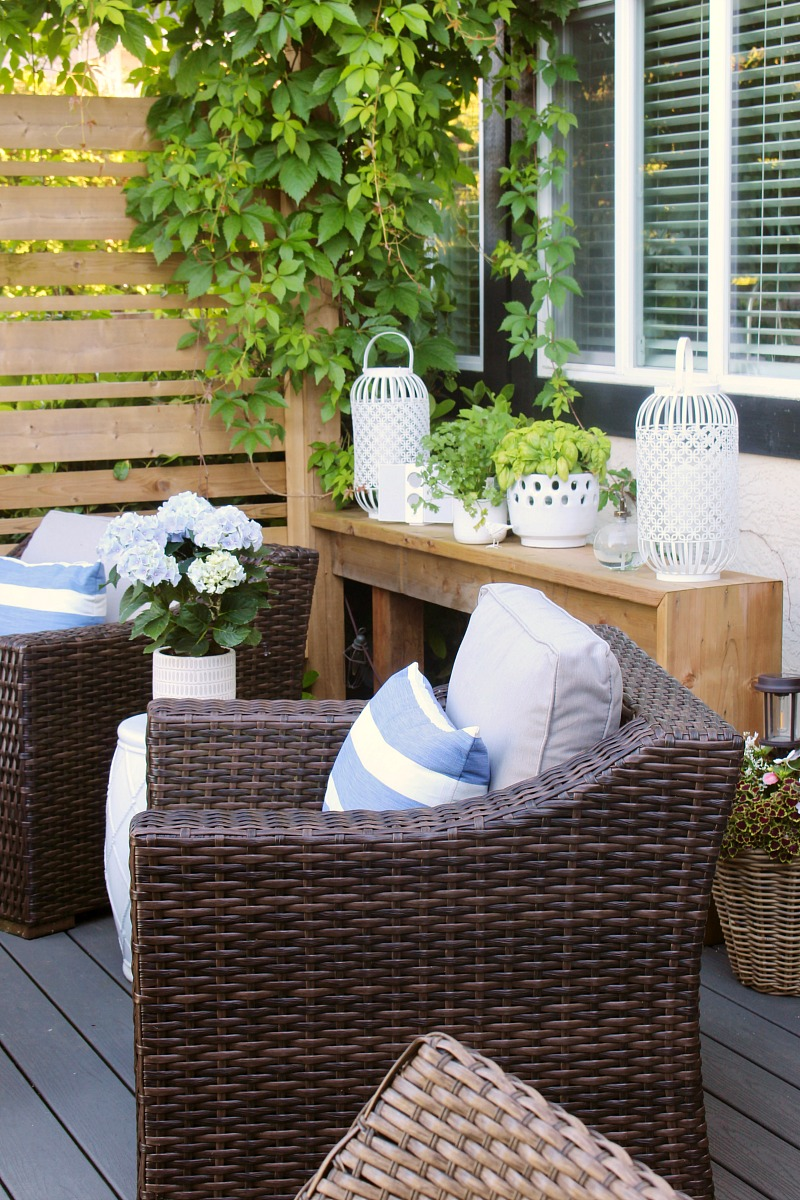 Beautiful outdoor patio with cute sitting area using club house style outdoor chairs.