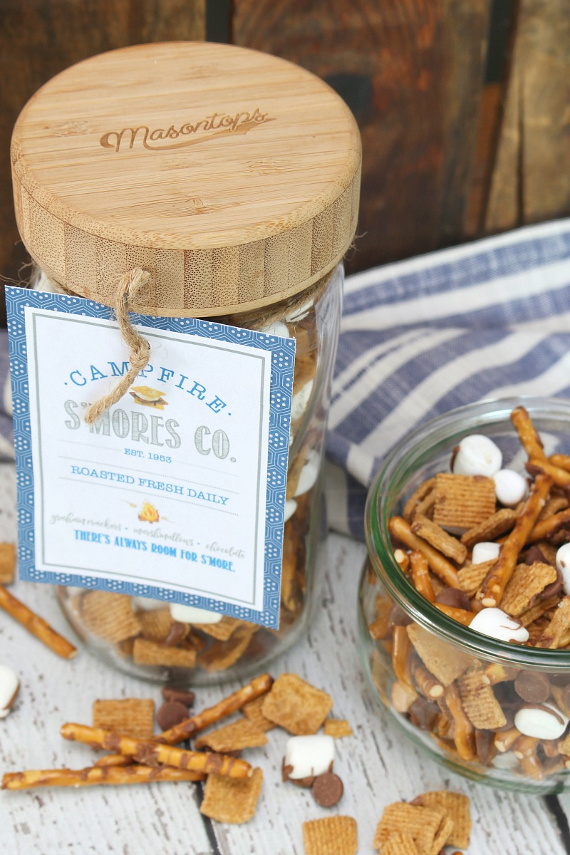 S'mores trail mix in mason jars with free printable s'mores tag.