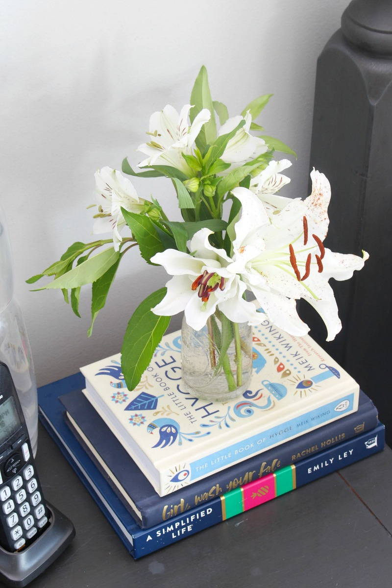 Mini bouquet of lillies and alstroelmeria.
