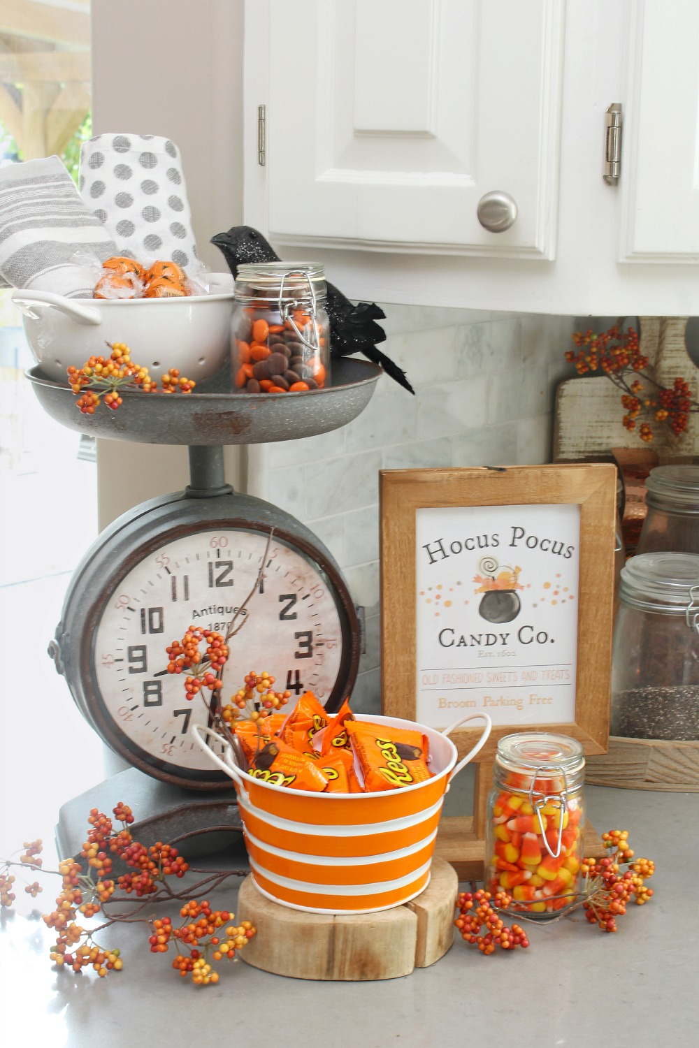 Hocus Pocus Candy Co. free Halloween printable used for a fun Halloween candy bar.